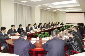 日前,市卫生计生委、市人力社保局、市社保基金管理中心、天津医科大学总医院的负责人来和平区参加座谈会,一致表示全力支持和平区的医疗卫生体制改革试点工作。薛峙 摄